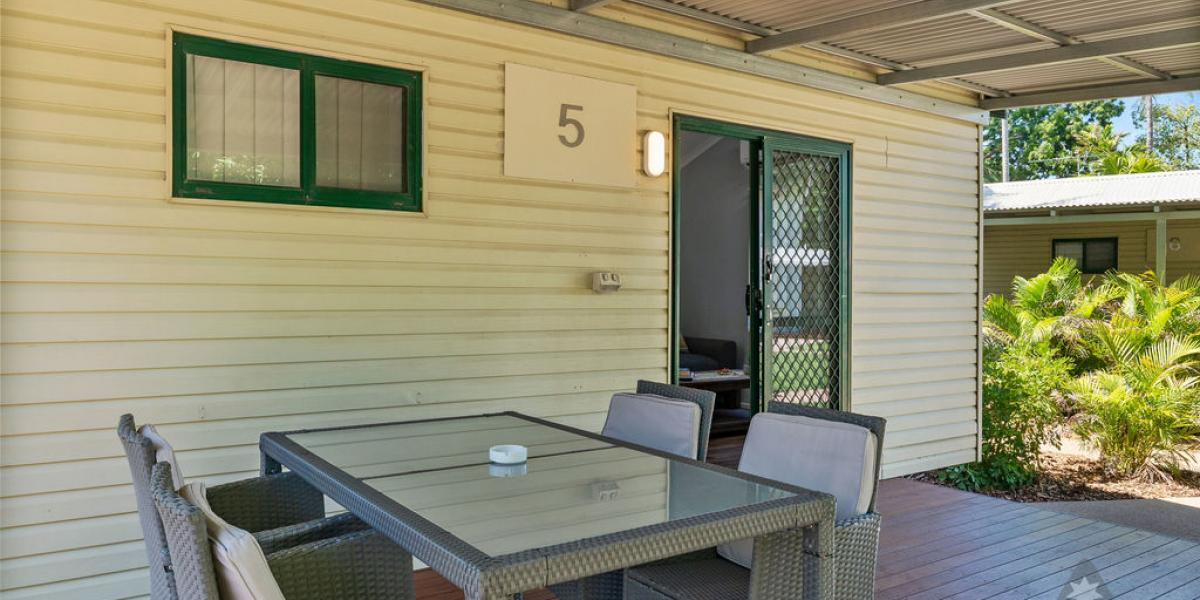 Alfresco Dining of Kimberleyland Poolside Cabins