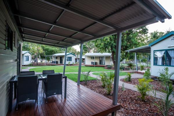 Alfresco Deck Poolside Cabins Kimberleyland