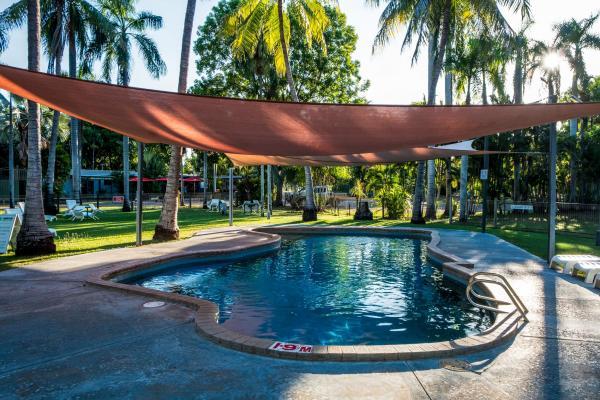 Tropical Pool Refreshing