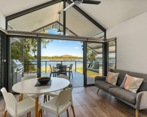 Kununurra Accommodation with Kimberleyland Self Contained Waterfront Villas