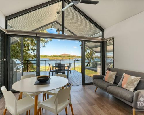 Kununurra Self Contained Accommodation with direct Waterfront frontage